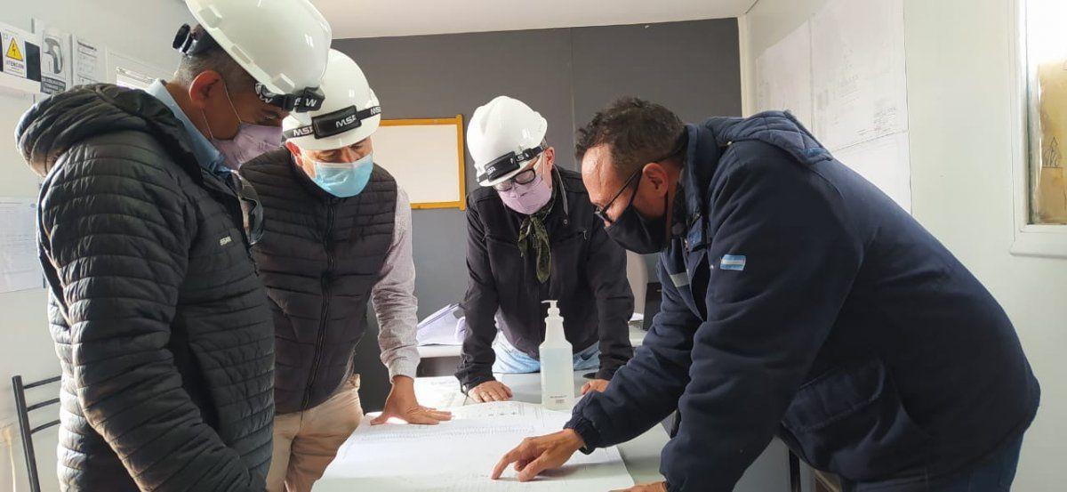 Pizarro y parte del equipo de la Secretaría de Energía analizaron avances y programa de obras en Piedra Negra.