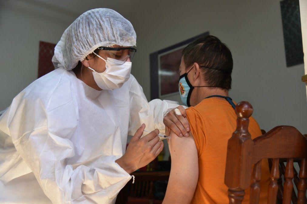 La vacunación a adolescentes de 12 a 17 años con factores de riesgo será por demanda espontánea