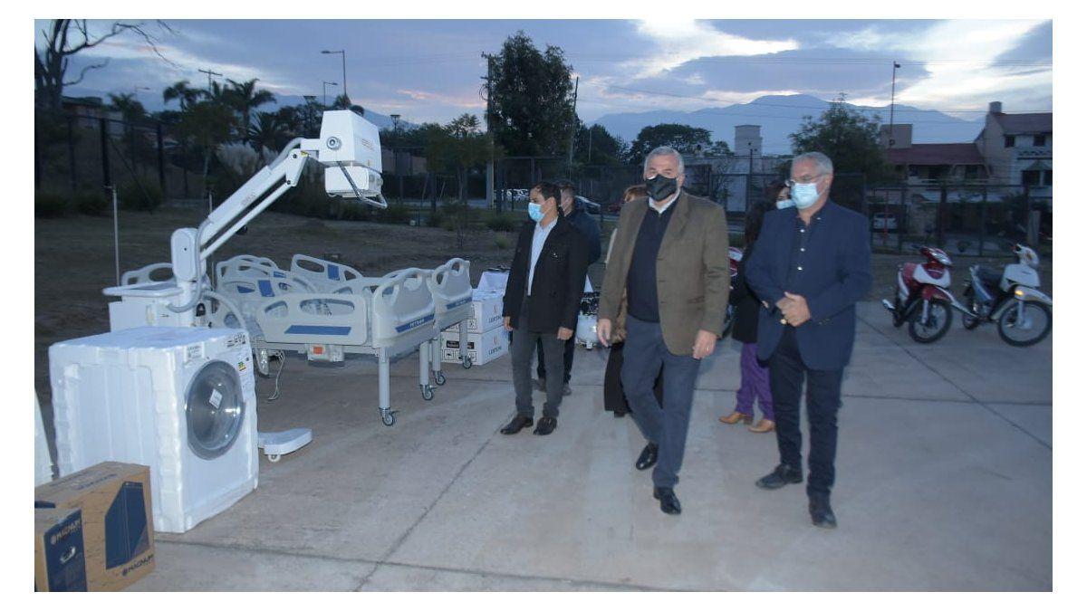 Morales entregó modernos equipos para el sistema de salud