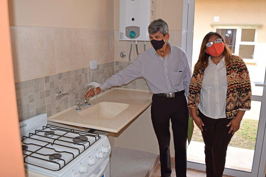 Beatriz Castellanos junto a su esposo