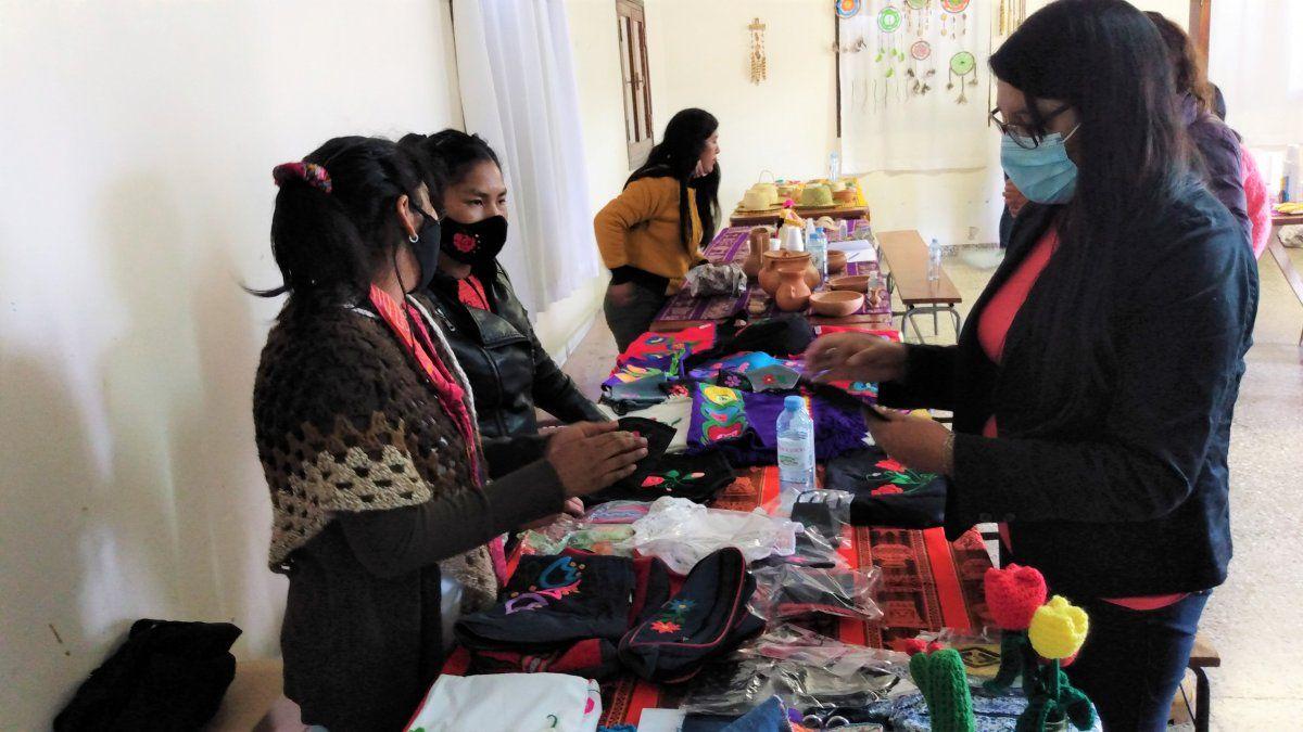 Día del Artesano: mujeres indígenas intercambiaron saberes