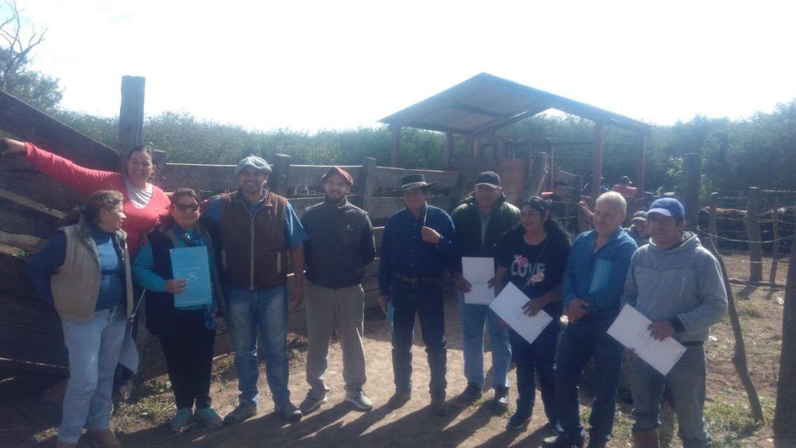 Entrega de toritos a productores ganaderos de Palma Sola y San Antonio