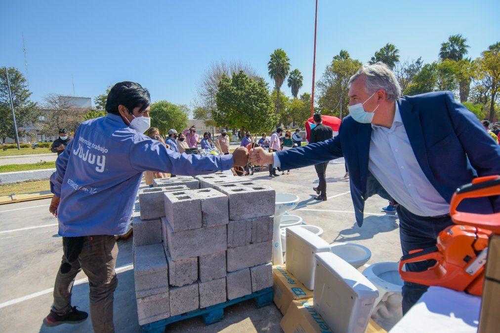Beneficiarios de Aguas Calientes recibieron insumos y equipamiento